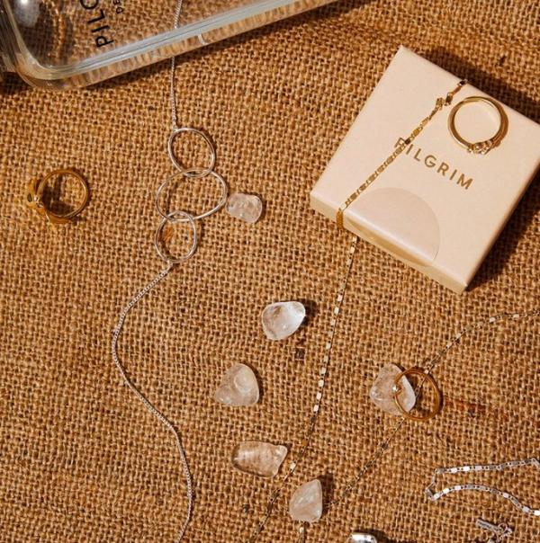 Smykker fra Pilgrim.