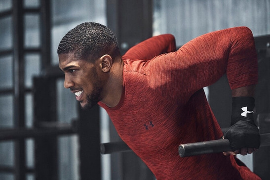 Bokseren Anthony Joshua klædt i Under Armour