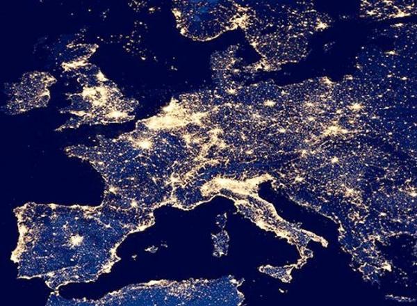 Lyskilderdirekte belyser Europa.
