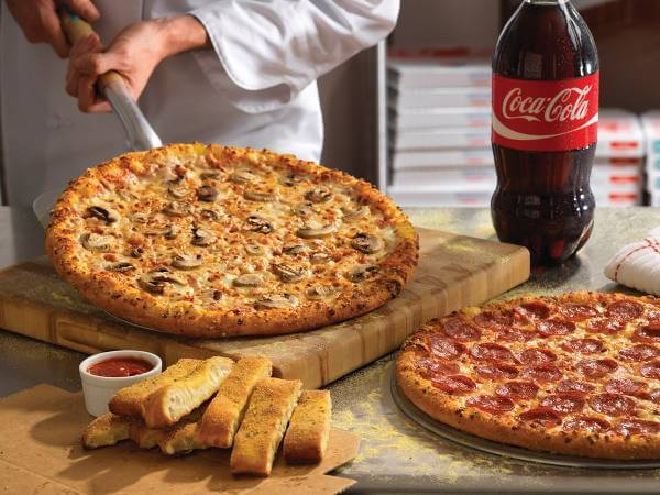 Lækre pizzaer og tilbehør fra Dominos