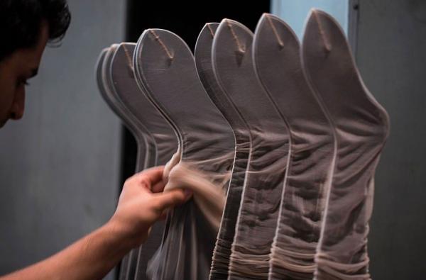 Fra Wolfords produktion af nylonstrømper.