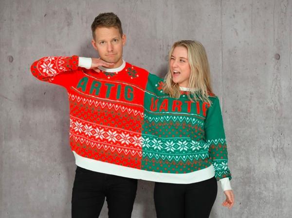"""Den berømte """"Tvillingsweater"""" hos Jule-Sweaters."""