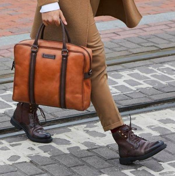 Martinelli har både sko og tasker.